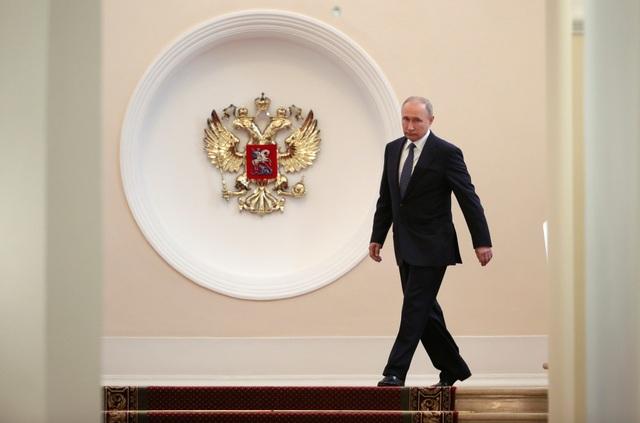 Lễ nhậm chức nhiệm kỳ thứ 4 của Tổng thống Putin được bắt đầu vào lúc 12 giờ theo giờ địa phương và ông Putin đọc lời tuyên thệ trước sự chứng kiến của Chủ tịch Tòa án Hiến pháp Nga Valery Zorkin và các khách mời dự sự kiện.