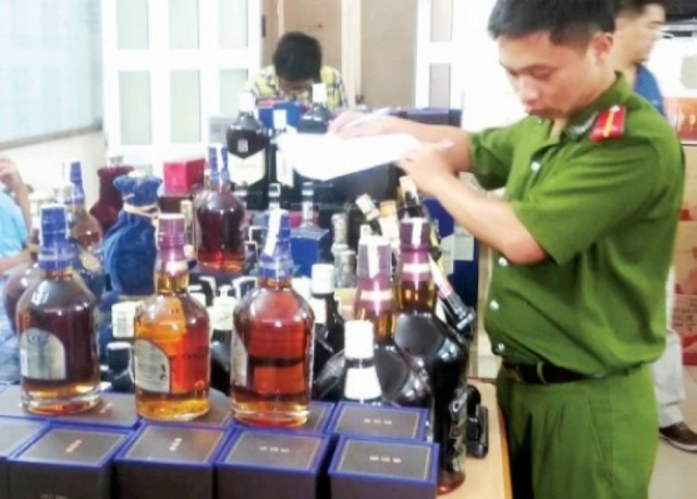 Cơ quan chức năng thu giữ rượu giả