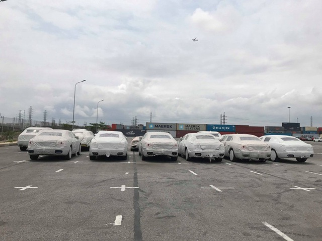 12 chiếc siêu xe được nhập về từ cuối năm 2017 nhưng hiện vẫn chưa được thông quan tại cảng Hải Phòng - Ảnh H.V