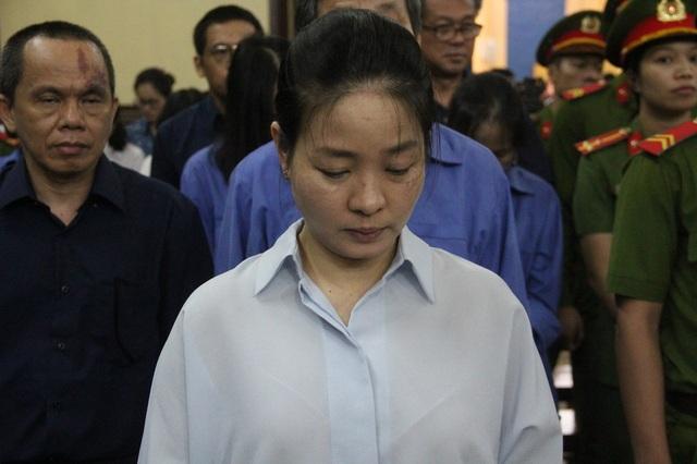 Bị cáo Ngô Kim Huệ là cháu bị cáo Hứa Thị Phấn