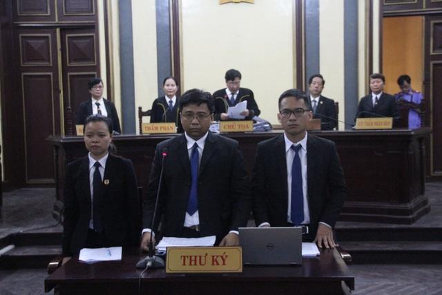 Theo HĐXX, việc vắng mặt của Hứa Thị Phấn không ảnh hưởng tới quá trình giải quyết vụ án.