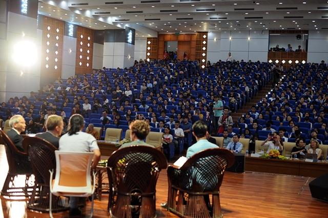 Hàng ngàn bạn trẻ quan tâm tới biến đổi khí hậu tới tham dự chương trình
