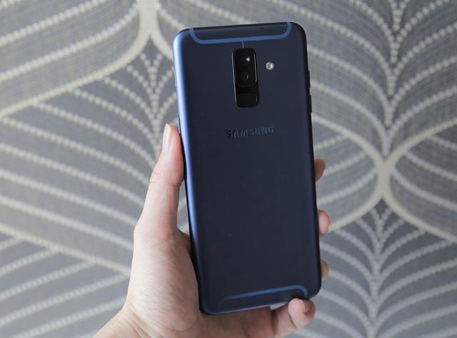 """Đánh giá Galaxy A6+ - smartphone """"cam kép"""" mới nhất của Samsung - 1"""