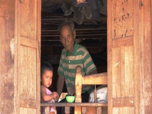 Nhiều hộ dân ở xã A Dơi đã trải qua nhiều thế hệ vẫn chưa có hộ tịch