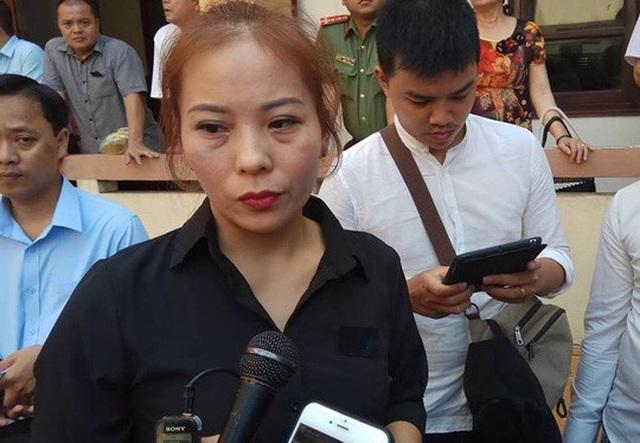 Chị Nguyễn Thị Tuyết, người nhà nạn nhân, cho rằng có dấu hiệu bỏ lọt tội phạm trong vụ án này- Ảnh: Minh Chiến