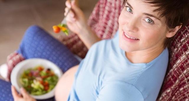 Phụ nữ mang thai cần duy trì một chế độ dinh dưỡng hợp lý bao gồm ăn cân đối năng lượng và các chất dinh dưỡng