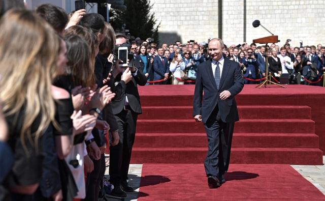 Tổng thống Putin gặp người dân Nga sau lễ nhậm chức tại Điện Kremlin (Ảnh: Kremlin)