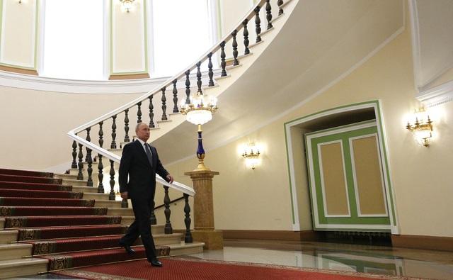 Tổng thống Putin rời phòng làm việc, nơi cách không xa Đại sảnh Andereevsky, để chuẩn bị lên xe riêng tới lễ nhậm chức.