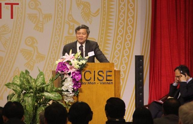 Thứ trưởng Bộ Khoa học và Công nghệ Phạm Công Tạc phát biểu tại hội thảo.