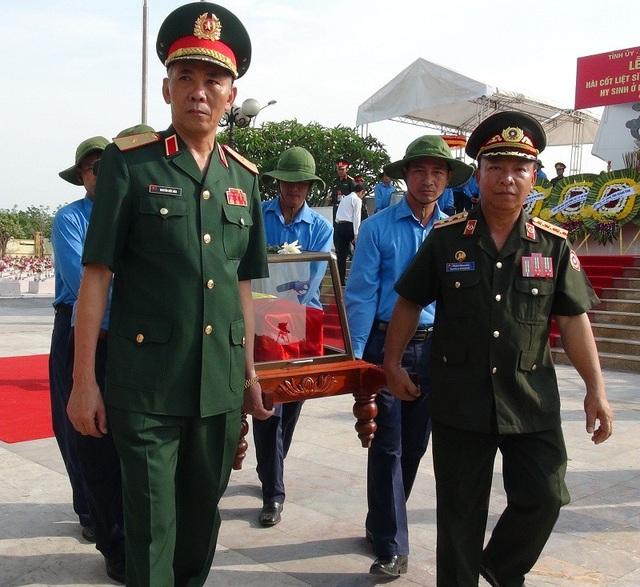 Ngày 9/5/, tại Nghĩa trang liệt sĩ Ba Dốc (Quảng Bình) đã diễn ra Lễ tiếp nhận, truy điệu và an táng 18 hài cốt liệt sĩ, quân tình nguyện và chuyên gia Việt Nam hy sinh tại chiến trường Lào.