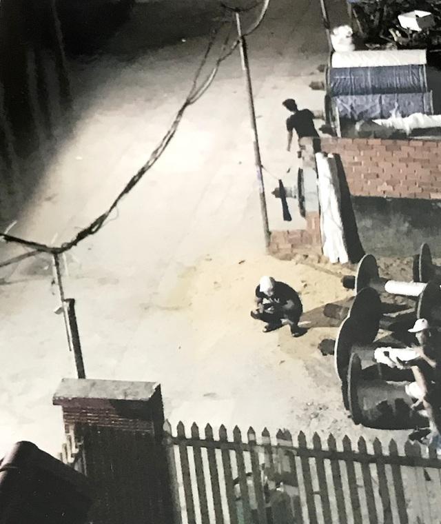 Một số đối tượng kéo đến nhà bà Hồng đập phá nhà cửa vào đêm 6/4.
