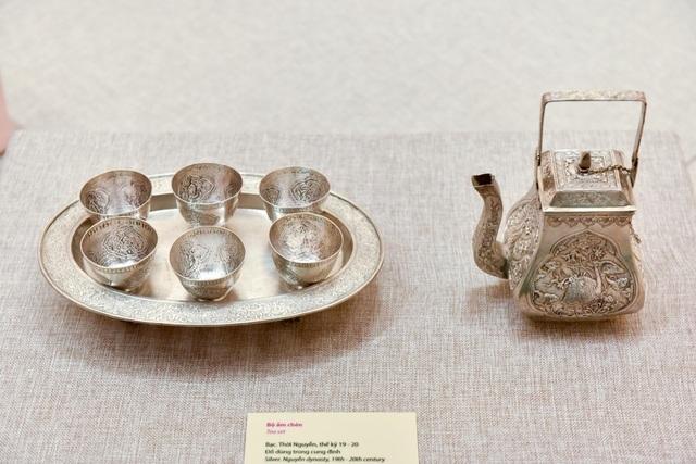 Bộ ấm chén bằng bạc được chế tác tinh xảo từ bạc, thế kỷ 19 -20.