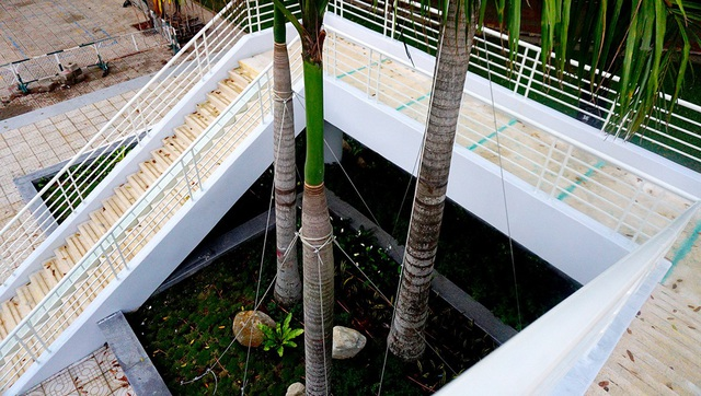 Người Sài Gòn thích thú với cầu bộ hành 11 tỷ đồng - 10