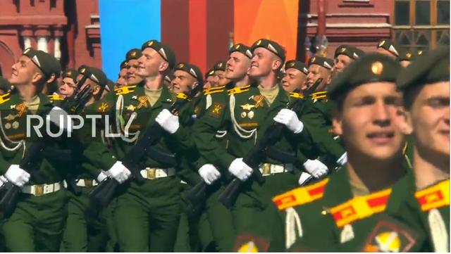 Nga trình diễn hàng trăm khí tài trong lễ duyệt binh mừng ngày Chiến thắng - 37