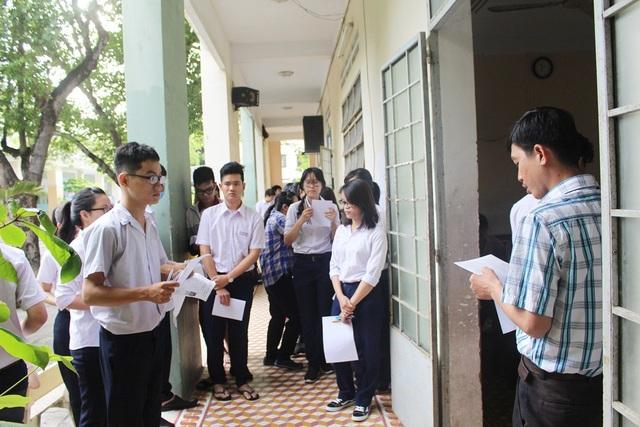 Thí sinh dự thi THPT quốc gia tại trường THPT Chuyên Lê Quý Đôn (TP Nha Trang, Khánh Hòa) năm 2017.
