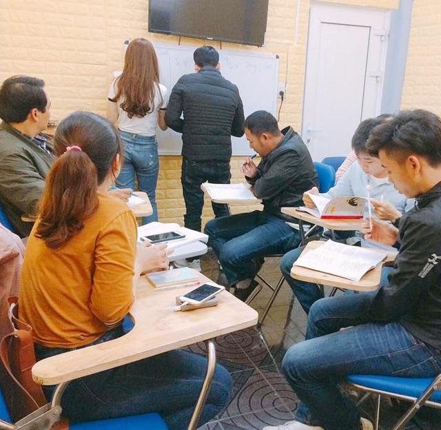 Học viên chăm chú học tập trong một môi trường thoải mái, không gò bó