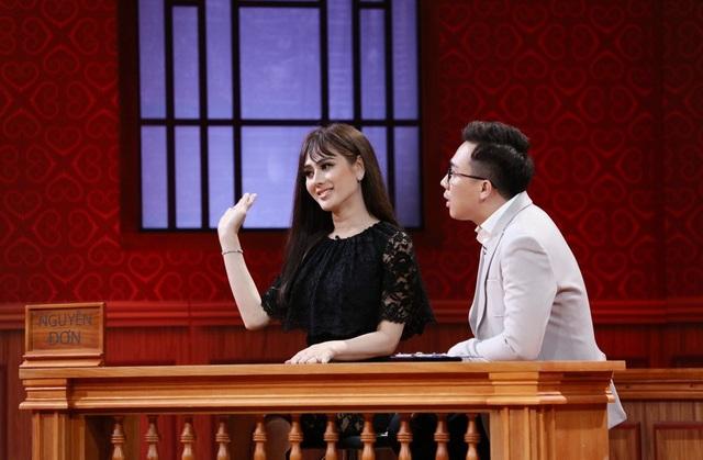 Không chỉ ép Lâm Khánh Chi giảm cân theo phương pháp của mình, luật sư Trấn Thành còn công bố loạt bằng chứng cho thấy sự áp đặt mà Phi Hùng dành cho vợ như yêu cầu cô không được mặc đồ gợi cảm, nếu đồ mặc đi diễn của cô có chút hở hang sẽ lập tức bị anh phàn nàn…