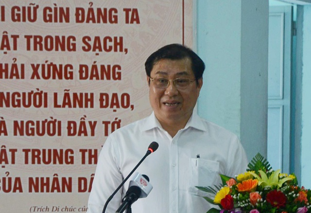 Ông Huỳnh Đức Thơ - Chủ tịch UBND TP Đà Nẵng phát biểu tại buổi tiếp xúc cử tri của HĐND thành phố sáng 1/6