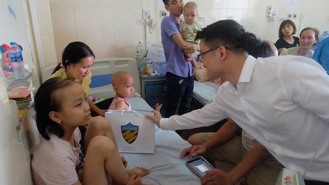 Chung tay giúp bệnh nhi nghèo bệnh viện Châm cứu - 1