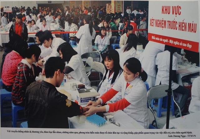 Với truyền thống nhân ái, thương yêu đùm bọc lẫn nhau, những năm qua, phong trào hiến máu được tổ chức liên tục và rộng khắp góp phần quan trọng vào việc điều trị, cứu chữa người bệnh. (Ảnh: TTXVN).
