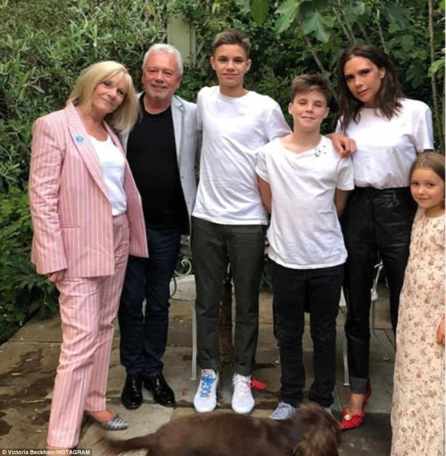 Victoria Beckham vẫn thường xuyên chia sẻ những hình ảnh hạnh phúc bên gia đình trên trang cá nhân