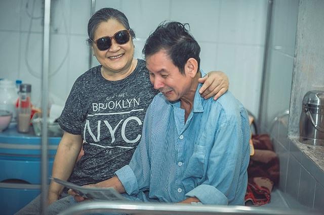 Câu chuyện xúc động đằng sau bộ ảnh đôi vợ chồng ở bệnh viện - 10