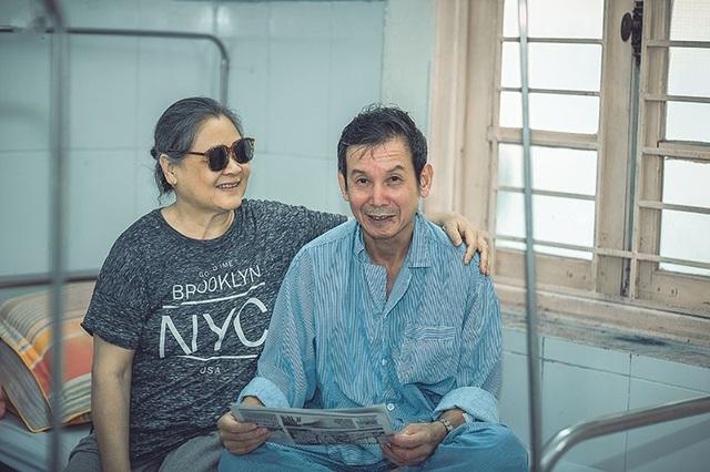 Câu chuyện xúc động đằng sau bộ ảnh đôi vợ chồng ở bệnh viện - 12