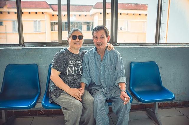 Câu chuyện xúc động đằng sau bộ ảnh đôi vợ chồng ở bệnh viện - 2