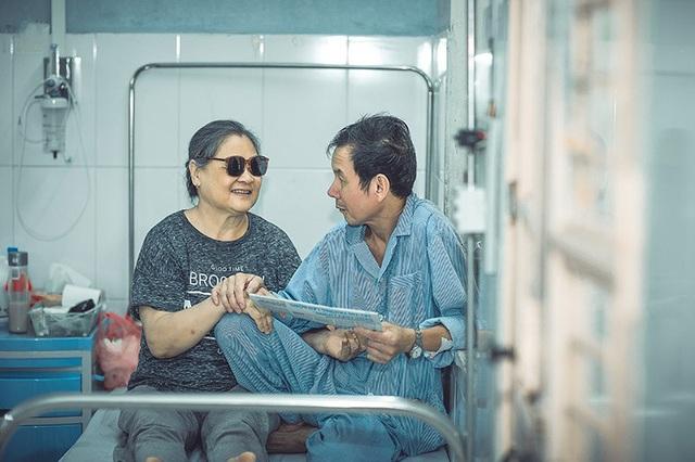 Câu chuyện xúc động đằng sau bộ ảnh đôi vợ chồng ở bệnh viện - 8