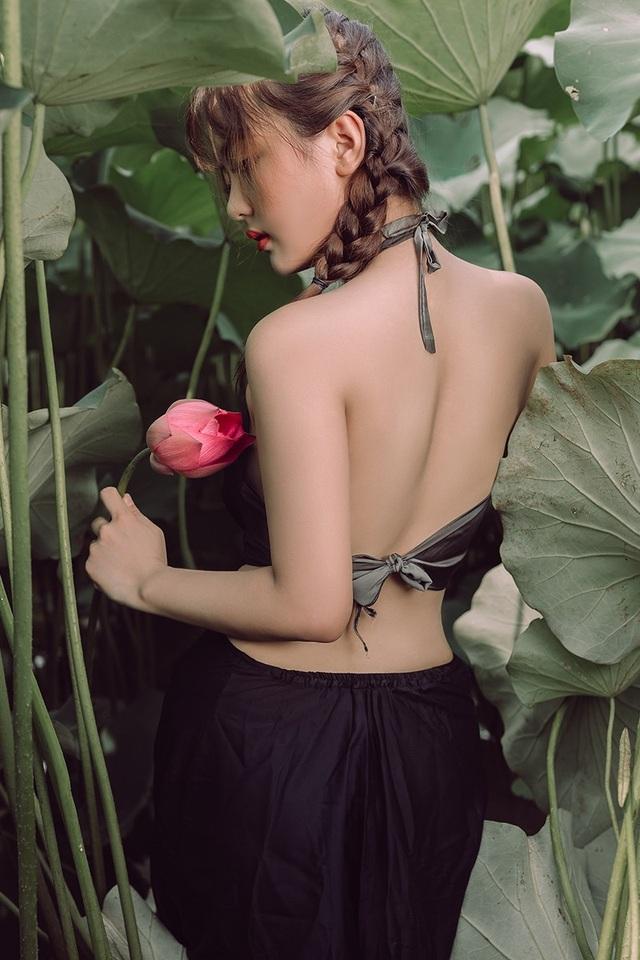 Ngắm vẻ đẹp xuân thì của thiếu nữ tuổi 18 bên đầm sen - 11