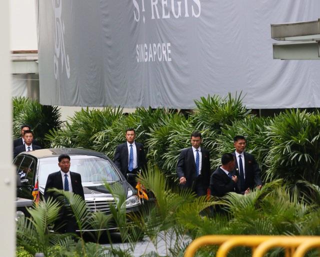 Các vệ sĩ này được lựa chọn dựa trên nhiều tiêu chí như ngoại hình, sức khỏe, khả năng võ thuật, tài bắn súng. (Ảnh: Straitstimes)