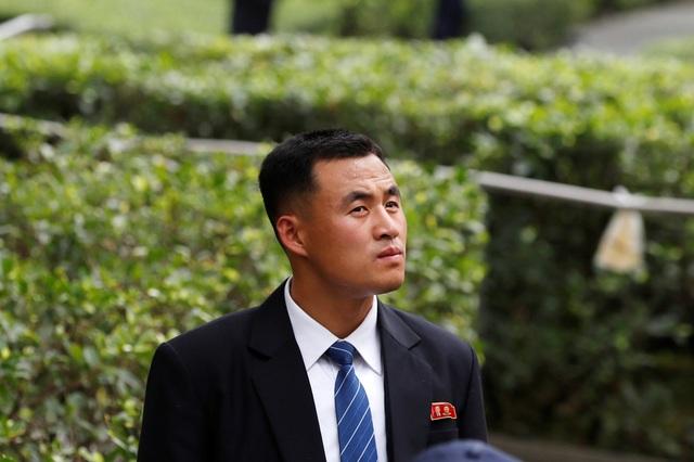 Một trong số các vệ sĩ bảo vệ ông Kim Jong-un (Ảnh: Reuters)