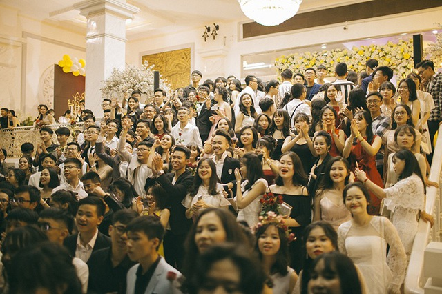 Gần 200 học sinh của trường chuyên Nguyễn Tất Thành, Kon Tum đã có một buổi tối đầy kỉ niệm của tuổi thanh xuân bên nhau!