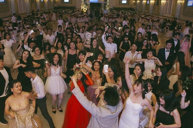 Màn khiêu vũ Slowdance là phần không thể thiếu trong các đêm dạ hội