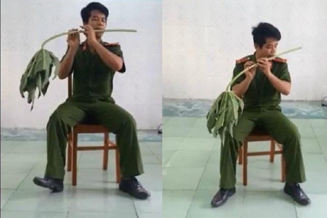 Trần Bá Toàn say sưa ngồi thổi sáo