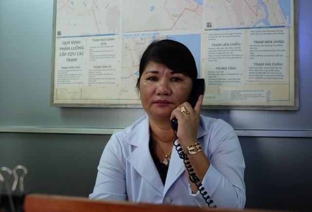 Hơn 20 năm gắn bó với Trung tâm Cấp cứu 115, blouse trắng của ngư dân miền Trung luôn sẵn sàng trong tâm thế nghe điện báo cấp cứu là bất chấp mọi khó khăn để đến hiện trường làm nhiệm vụ