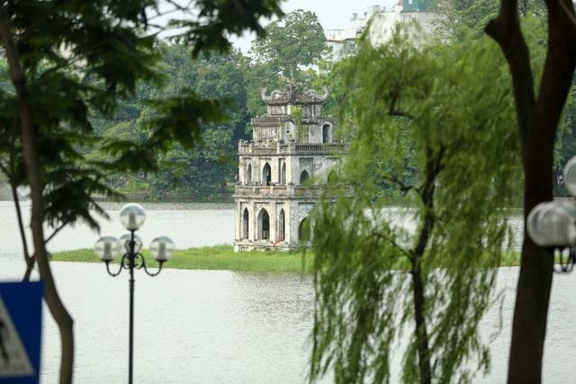Hồ Gươm, tháp Rùa.