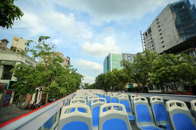 Mới đây, xe buýt 2 tầng của Hà Nội đi vào hoạt động phục vụ du khách có nhu cầu tham quan thành phố. Đây là một trải nghiệm ngắm nhìn cảnh quan khá mới mẻ ở Thủ đô.