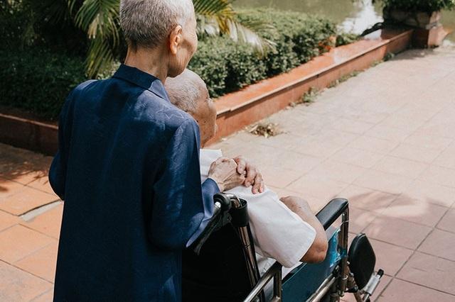Anh cũng cho biết ông bà anh vốn quê gốc ở Quảng Bình nhưng khi chiến tranh đã đi theo tiếng gọi của Tổ quốc, gặp nhau nơi đất khách quê người rồi từ đó nên duyên vợ chồng. Sau khi kết hôn ông Nai và bà Sâm quyết định sinh sống và lập nghiệp ở Yên Bái, đây là quê hương thứ hai của đôi vợ chồng này.