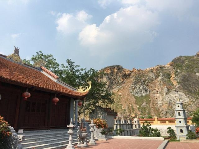 Tuy nhiên, nhiều năm qua, hoạt động khai thác đá khiến ngôi chùa này lâm nguy