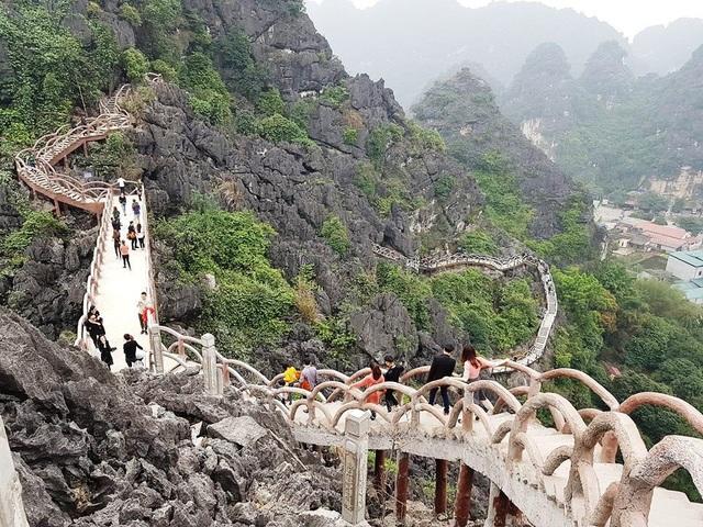 Công trình xây dựng trái phép trên núi Cái Hạ do ông Son xây dựng trước khi bị tháo dỡ (ảnh: Thái Bá)