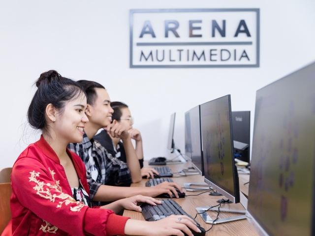 Phòng thực hành được trang bị máy tính cấu hình mạnh phục vụ học tập và thực hành ngoài giờ miễn phí.