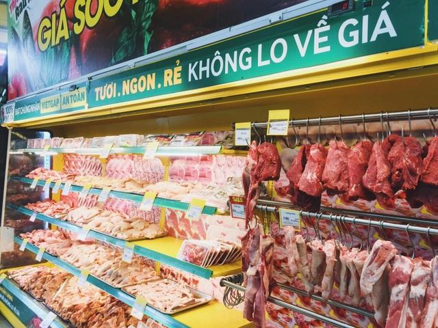 Quầy hàng thịt tại Bách hóa Xanh luôn tươi, phong phú về chủng loại giúp khách hàng dễ dàng lựa chọn theo nhu cầu