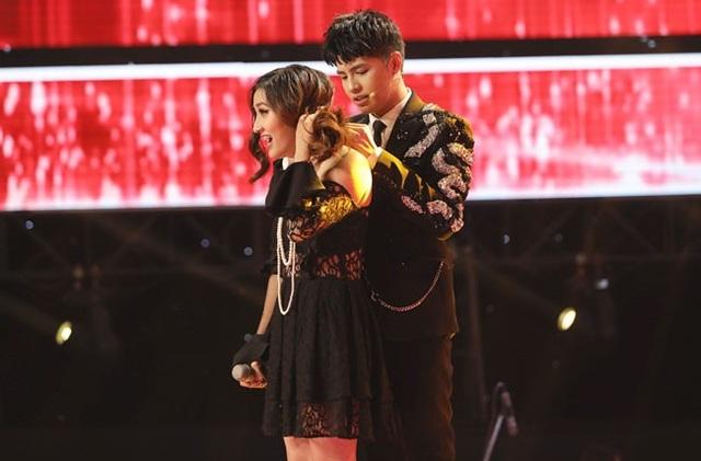 Noo Phước Thịnh ga lăng nhặt trang sức cho thí sinh nhưng Thanh Thảo vẫn lựa chọn về đội Thu Phương.