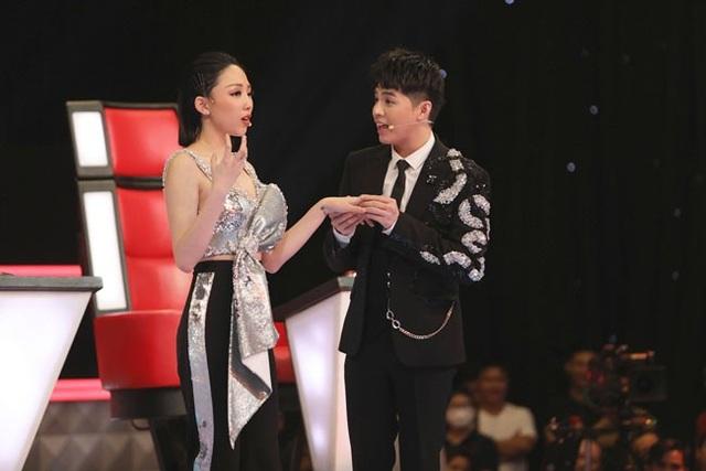 Tóc Tiên và Noo Phước Thịnh có màn tranh luận vừa gay gắt vừa hài hước, gây kịch tính cho chương trình.