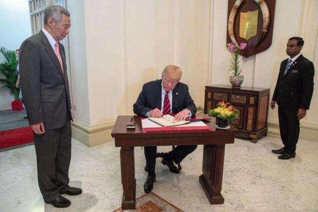 Ông Trump sẽ có cuộc gặp với nhà lãnh đạo Kim Jong-un vào khoảng 9h sáng ngày mai tại khách sạn Capella trên đảo Sentosa. Đây là cuộc gặp đầu tiên giữa một tổng thống Mỹ đương nhiệm và một nhà lãnh đạo Triều Tiên. (Ảnh: Twitter/scavino45)