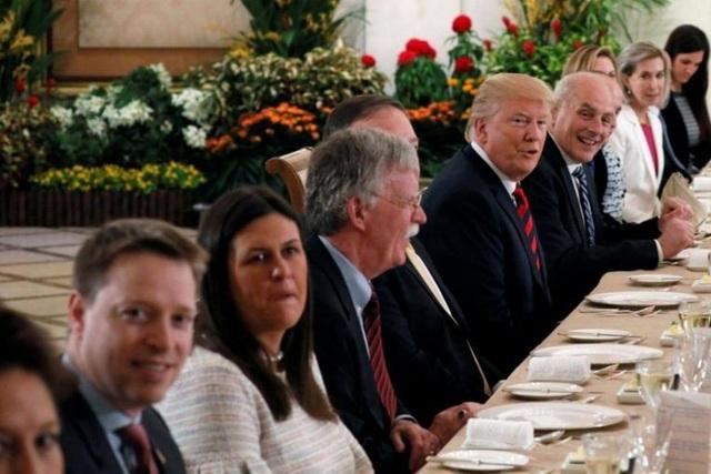 Đi cùng ông Trump là Cố vấn An ninh quốc gia John Bolton, Ngoại trưởng Mike Pompeo và Chánh Văn phòng Nhà Trắng John Kelly. (Ảnh: Reuters)