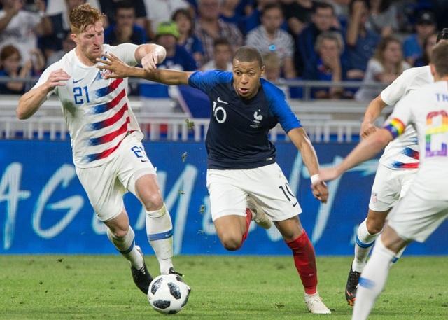 Mbappe (giữa) sẽ dự World Cup đầu tiên cùng tuyển Pháp
