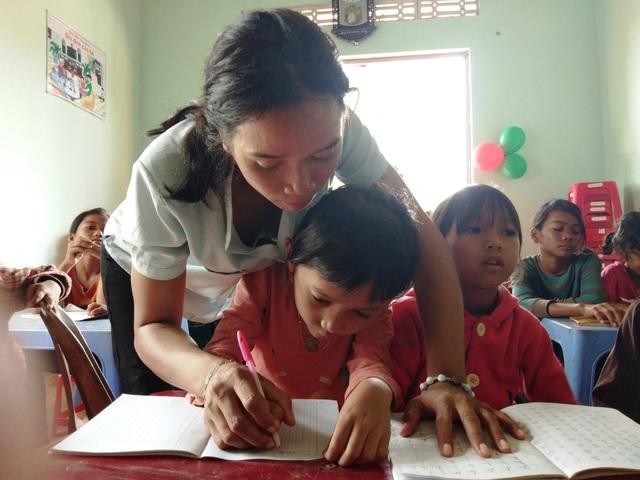 Hơn 7 năm qua, cô giáo HBlao đã dạy nên bao thế hệ học sinh nghèo