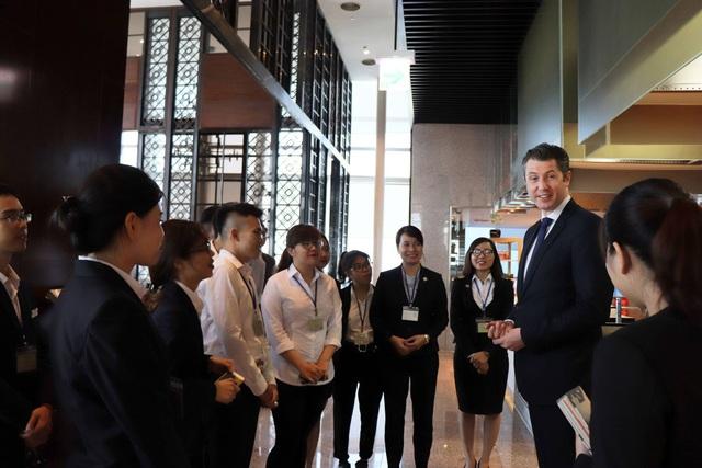 Học viên trường Quốc tế CHM giao lưu với Đại diện Khách sạn InterContinental Hanoi Landmark 72.